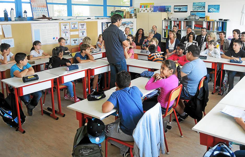 Les échanges ont été enrichissant entre le recteur d'académie, l'équipe éducation et les élèves de l'école primaire de Quéliverzan.